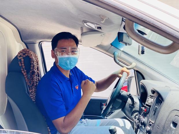 Nam sinh tình nguyện làm tài xế cấp cứu chở F0, có ngày chở cả trăm ca: Lái xe thì dễ nhưng lái xe cấp cứu lại là 1 chuyện khác! - Ảnh 3.
