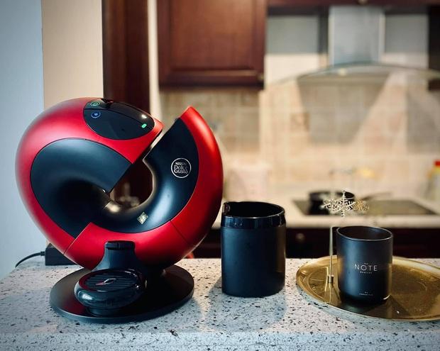 Chiếc máy pha cà phê có hình dáng ảo diệu ai cũng xuýt xoa nhưng lại khiến người mua khóc ròng vì điểm này - Ảnh 2.