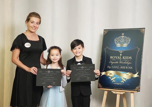 Lớp học CEO nhí dành cho con nhà giàu xứ Trung: 3 tuổi học đánh golf, tập ký hợp đồng giá trị, cư xử như một quý tộc Anh - Ảnh 3.