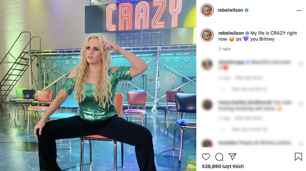 Chúa hề Rebel Wilson giảm cân thành công, hóa thành Britney Spears cực nuột trong phim mới khiến dân mạng hết hồn thán phục - Ảnh 5.