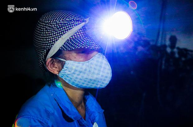 Ấm lòng: Được tặng 5 chiếc xe máy, nữ lao công ở Hà Nội bị cướp xe trong đêm đã tặng lại 2 chiếc cho đồng nghiệp - Ảnh 1.