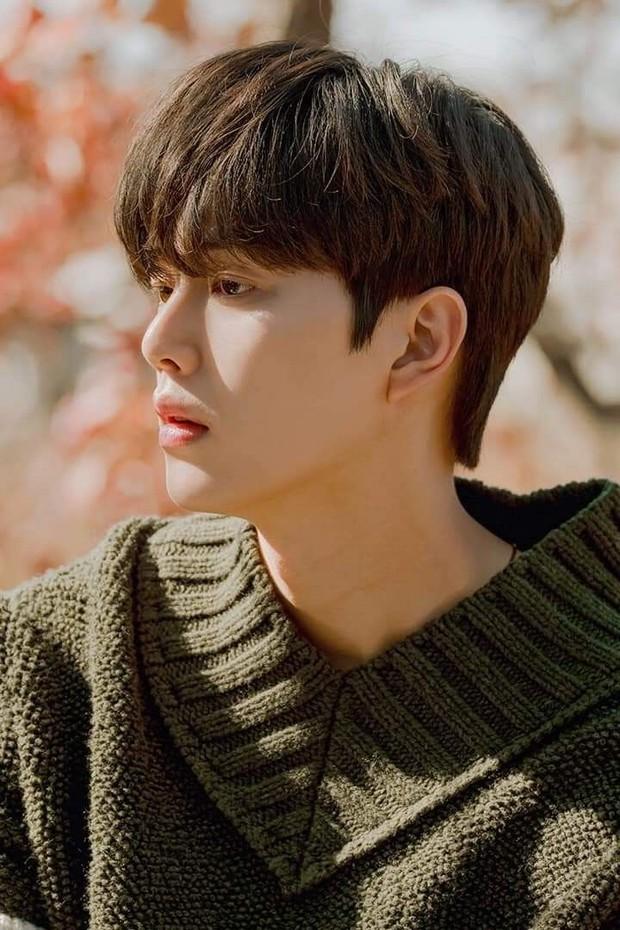 Bị chê tới tấp nhưng trai hư Song Kang vẫn khiến chị em mlem nhiệt tình, nhìn qua con số khủng trên Instagram là biết ngay - Ảnh 1.
