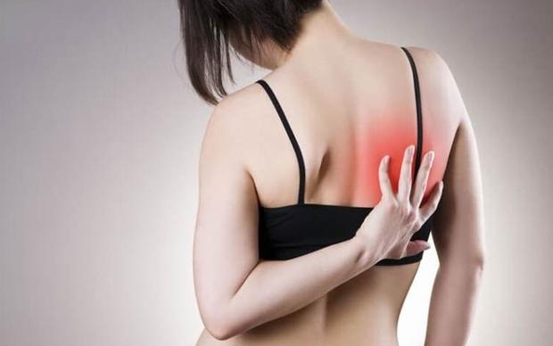 3 dấu hiệu bất thường ở vùng lưng cho thấy tế bào ung thư gõ cửa, mong rằng bạn không có triệu chứng nào - Ảnh 3.
