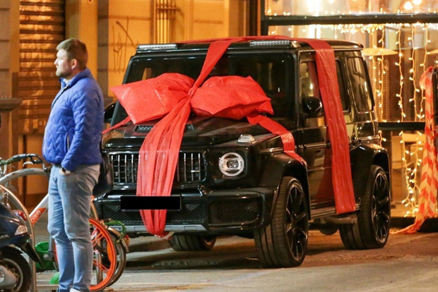 Ronaldo khoe Mercedes G-Class được bạn gái tặng sinh nhật: Chỉ có 10 chiếc trên toàn thế giới, giá đắt gấp 5 lần G 63 - Ảnh 2.