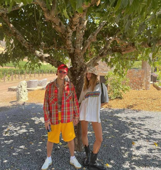 """Justin Bieber xả ảnh du lịch """"chanh sả"""": Hailey lộ nhan sắc thật ngỡ ngàng, nam ca sĩ lại tiều tuỵ đến mức bị nghi lạm dụng cần sa - Ảnh 6."""