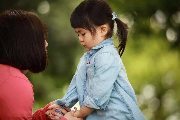 Sự khác biệt giữa những đứa trẻ thường xuyên bị la mắng và không bị la mắng, bố mẹ cần chú ý - Ảnh 2.