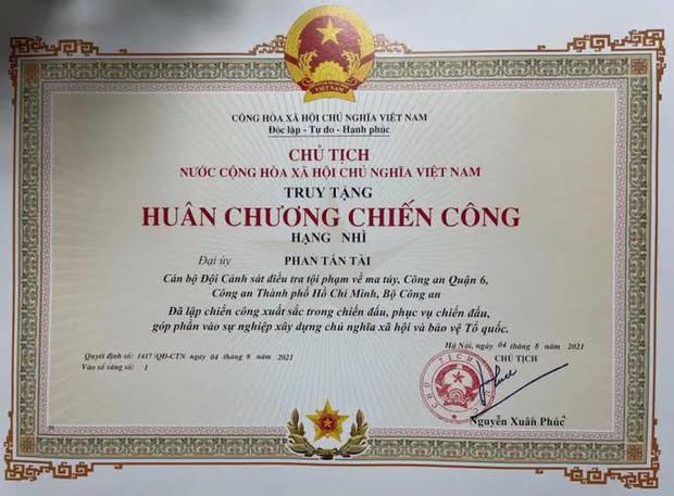 Chủ tịch nước tặng Huân chương Chiến công cho Đại úy Phan Tấn Tài  - Ảnh 1.