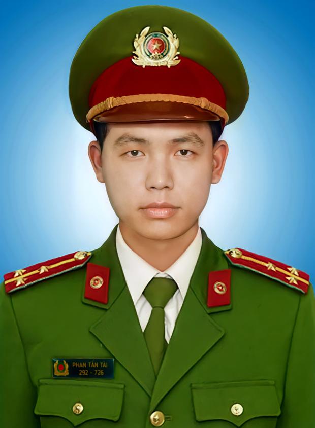 Chủ tịch nước tặng Huân chương Chiến công cho Đại úy Phan Tấn Tài  - Ảnh 2.