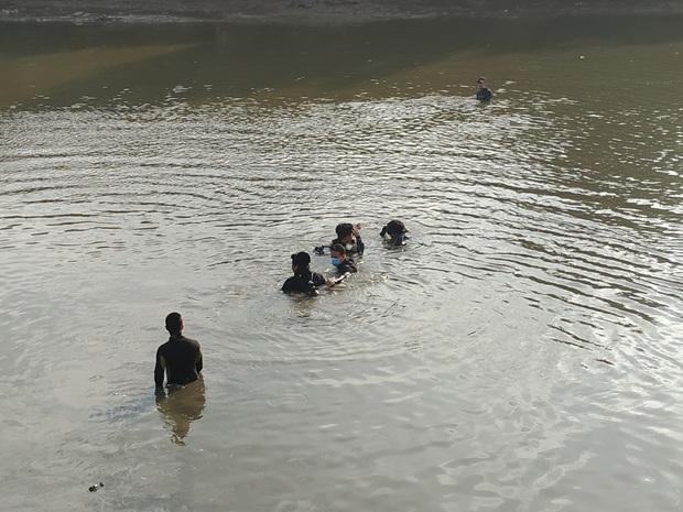 TP.HCM: 2 thanh niên đi bắt cá giữa dịch Covid-19, 1 người đuối nước tử vong - Ảnh 2.