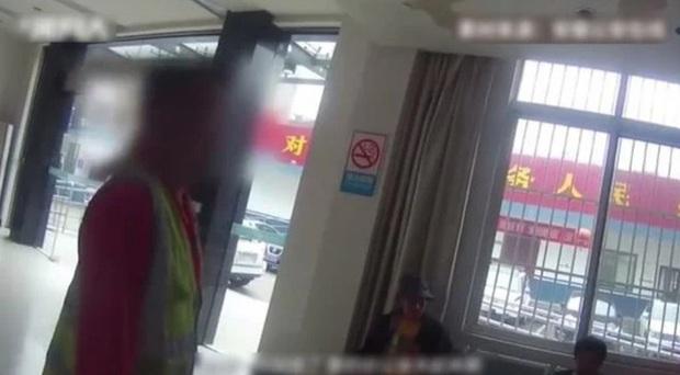 Chuyện khôi hài: thiếu niên TQ nghiện smartphone bị sai làm việc nhà liền báo cảnh sát bắt người bố, cáo buộc đã lạm dụng lao động trẻ em - Ảnh 2.