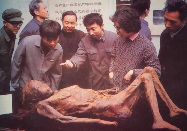 Vụ án đào mộ chấn động: Xác chết cổ nhất Trung Quốc bị ném xuống mương, hung thủ bại lộ vì bức thư nặc danh! - Ảnh 3.