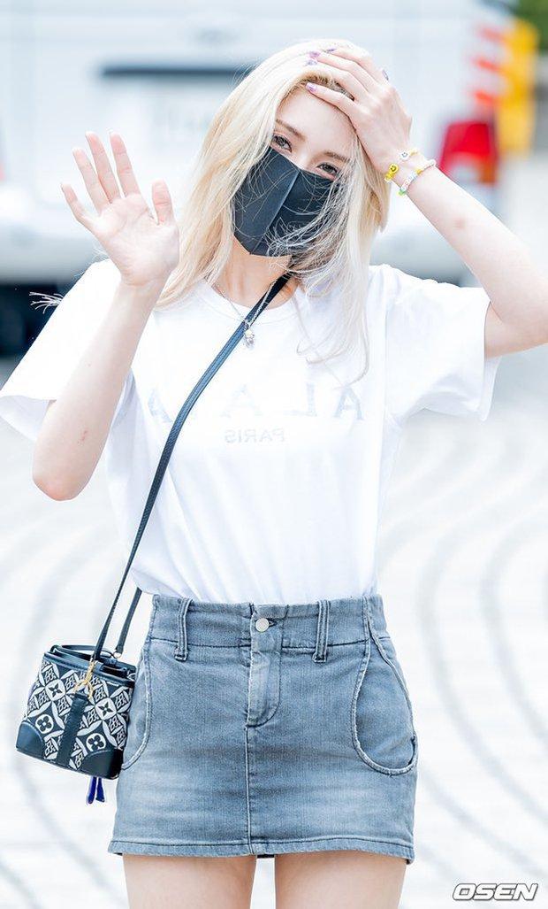 """Màn đọ sắc của dàn mỹ nhân Kpop đi làm: Wendy (Red Velvet) trắng bật tông, nữ thần lai Somi nhà YG như búp bê sống át cả """"thánh body"""" - Ảnh 4."""