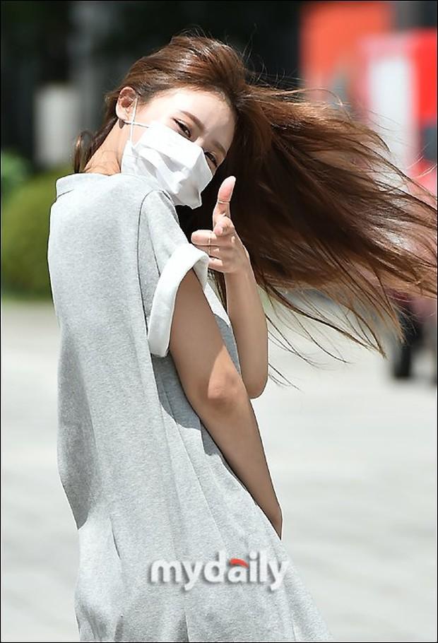 """Màn đọ sắc của dàn mỹ nhân Kpop đi làm: Wendy (Red Velvet) trắng bật tông, nữ thần lai Somi nhà YG như búp bê sống át cả """"thánh body"""" - Ảnh 5."""