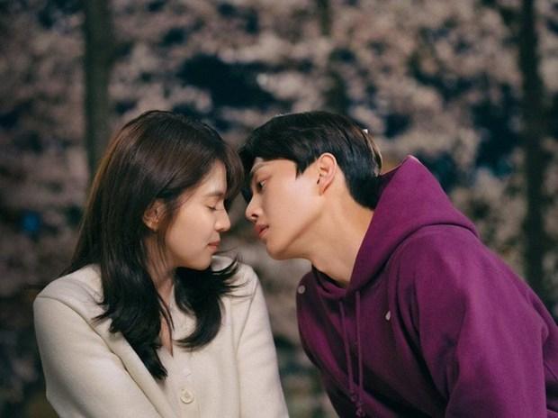 Bị chê tới tấp nhưng trai hư Song Kang vẫn khiến chị em mlem nhiệt tình, nhìn qua con số khủng trên Instagram là biết ngay - Ảnh 2.