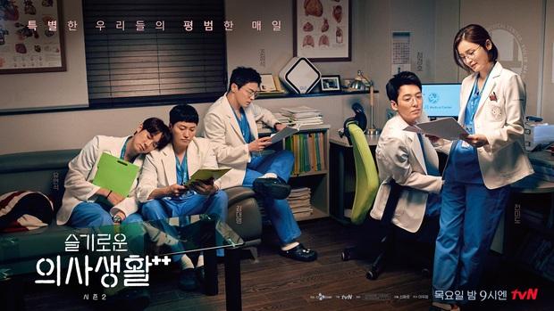 Preview Hospital Playlist 2 tập 8: Jeong Won suy sụp vì bạn gái bỏ rơi, mẹ lâm bệnh nặng khó cứu chữa? - Ảnh 1.
