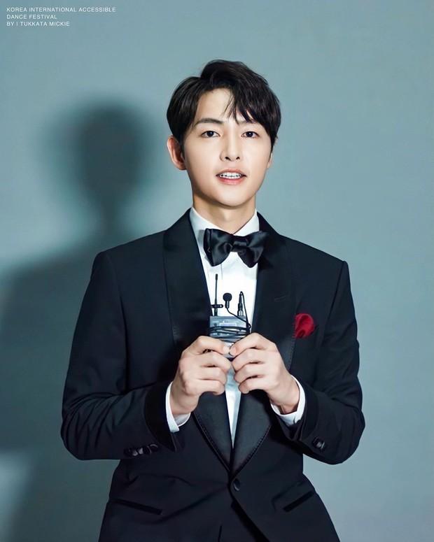 Sự thật bất ngờ phía sau màn tái xuất của Song Joong Ki, nghe xong lý do là rõ con người thật của nam tài tử - Ảnh 3.