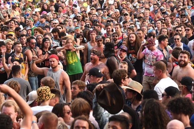 Choáng váng với hình ảnh gần 400 nghìn người đi quẩy đại nhạc hội tại Mỹ cách đây vài ngày, như chưa hề có dịch Covid-19! - Ảnh 8.