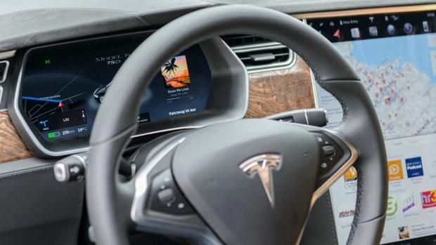 Say khướt đến bất tỉnh, tài xế được hệ thống tự lái của Tesla cứu mạng - Ảnh 1.