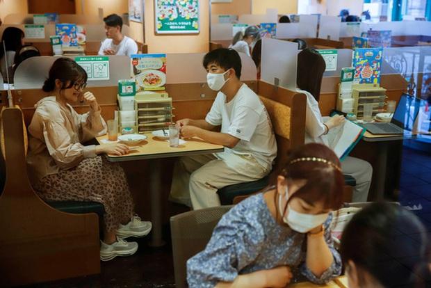 200,8 triệu ca nhiễm COVID-19 trên toàn cầu, dịch bệnh vẫn nóng tại Đông Nam Á - Ảnh 2.