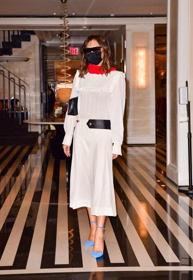 Victoria Beckham xúng xính diện váy 46 triệu đồng xuống phố nhưng lại bị netizen nhận xét giống... Annabelle - Ảnh 2.