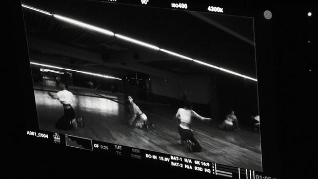 JYP tung ảnh hé lộ nhan sắc nhóm nữ mới gây thất vọng, ai ngờ quay xe đăng clip nhảy visual đẳng cấp hơn hẳn - Ảnh 3.
