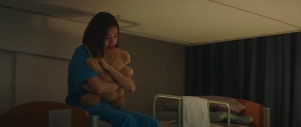 Preview Hospital Playlist 2 tập 8: Jeong Won suy sụp vì bạn gái bỏ rơi, mẹ lâm bệnh nặng khó cứu chữa? - Ảnh 13.