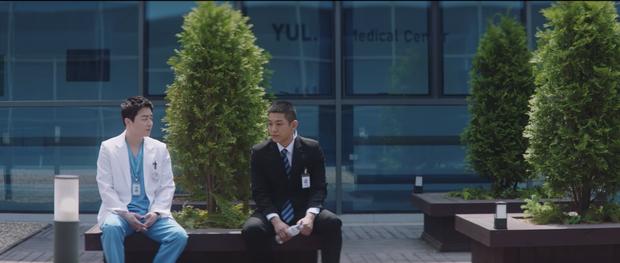 Hospital Playlist 2 tập 7: Gia đình Ik Jun - Song Hwa cắm trại tâm tình siêu ngọt, đôi Vườn Đông đụng độ biến lớn  - Ảnh 14.