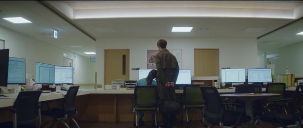 Hospital Playlist 2 tập 7: Gia đình Ik Jun - Song Hwa cắm trại tâm tình siêu ngọt, đôi Vườn Đông đụng độ biến lớn  - Ảnh 16.