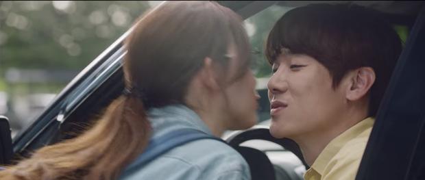 Hospital Playlist 2 tập 7: Gia đình Ik Jun - Song Hwa cắm trại tâm tình siêu ngọt, đôi Vườn Đông đụng độ biến lớn  - Ảnh 17.