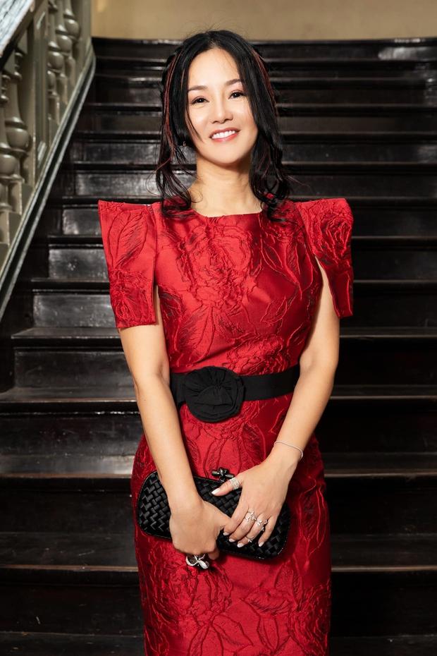 Suýt nhận không ra Hồng Nhung: Diva xinh đẹp nức tiếng bỗng xuất hiện với gương mặt khác lạ, soi clip gần đây mới biết lý do - Ảnh 9.