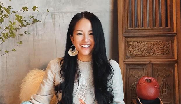 Suýt nhận không ra Hồng Nhung: Diva xinh đẹp nức tiếng bỗng xuất hiện với gương mặt khác lạ, soi clip gần đây mới biết lý do - Ảnh 2.