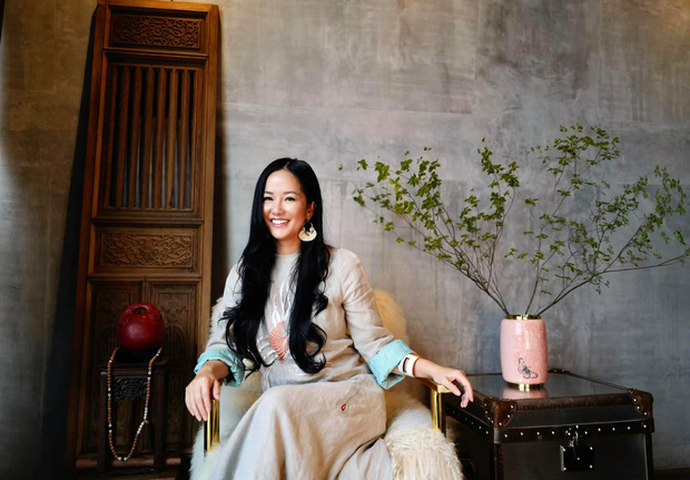 Suýt nhận không ra Hồng Nhung: Diva xinh đẹp nức tiếng bỗng xuất hiện với gương mặt khác lạ, soi clip gần đây mới biết lý do - Ảnh 3.