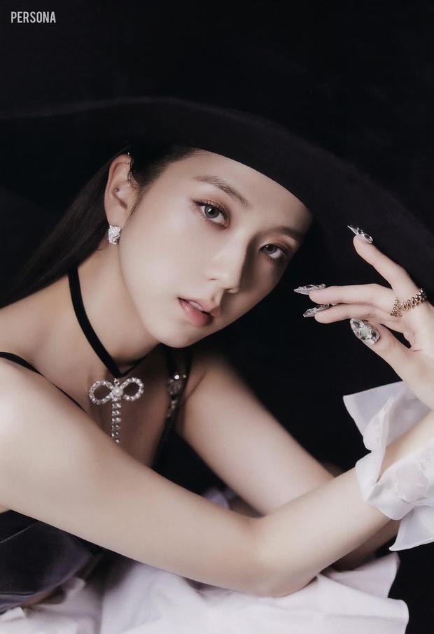 Xả ảnh HD chưa từng công bố của BLACKPINK: Choáng khi zoom cận mặt Jennie, Jisoo o ép vòng 1 đè bẹp thánh body Lisa - Rosé - Ảnh 8.