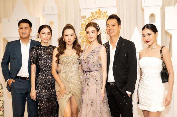 Linh Rin trông như thế nào khi ở nhà, mà con trai tỷ phú Johnathan Hạnh Nguyễn mê quá chừng? - Ảnh 4.