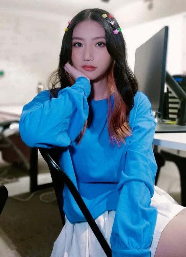 Nữ ca sĩ trăm triệu view là cựu học sinh chuyên Lê Hồng Phong, IELTS 8.5, nhìn bảng thành tích mà choáng - Ảnh 1.
