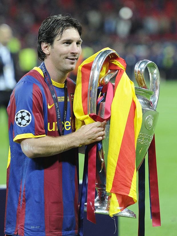 Toàn bộ sự nghiệp vĩ đại của Messi tại Barcelona qua ảnh - Ảnh 14.