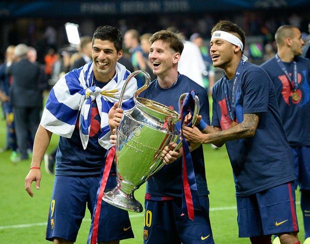 Toàn bộ sự nghiệp vĩ đại của Messi tại Barcelona qua ảnh - Ảnh 21.