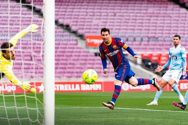 Toàn bộ sự nghiệp vĩ đại của Messi tại Barcelona qua ảnh - Ảnh 31.