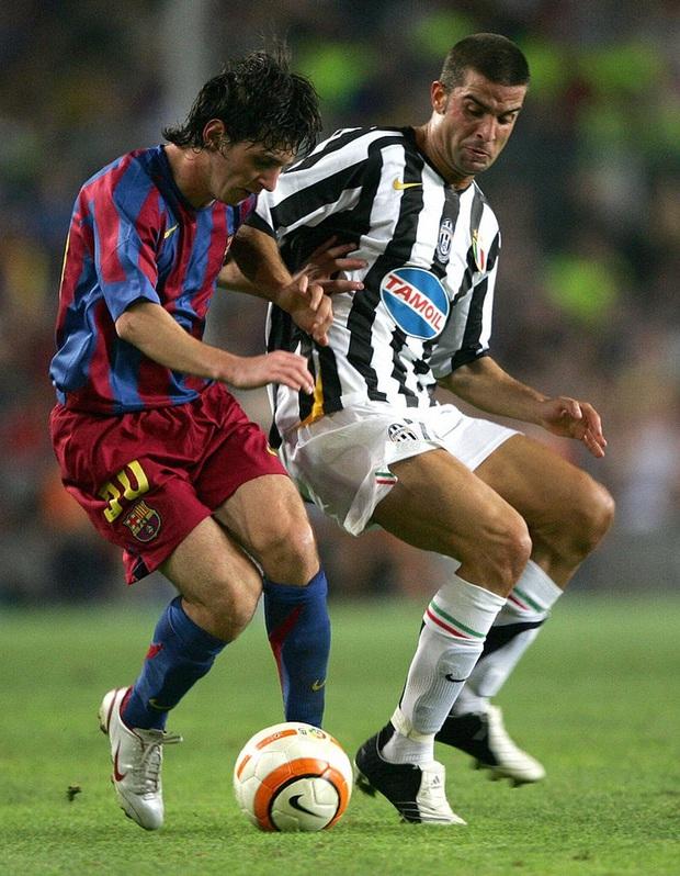 Toàn bộ sự nghiệp vĩ đại của Messi tại Barcelona qua ảnh - Ảnh 7.