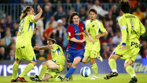 Toàn bộ sự nghiệp vĩ đại của Messi tại Barcelona qua ảnh - Ảnh 10.
