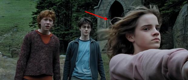 Chiếc bóng bí ẩn lấp ló ở Harry Potter sau 17 năm mới nhìn ra, nghe fan cứng suy luận mới thấy đoàn phim điên rồi? - Ảnh 6.