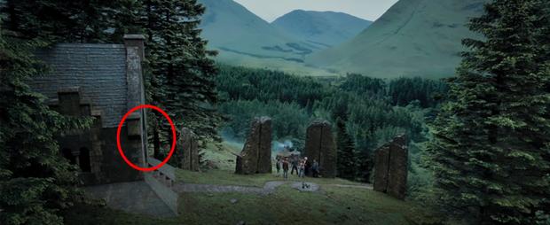 Chiếc bóng bí ẩn lấp ló ở Harry Potter sau 17 năm mới nhìn ra, nghe fan cứng suy luận mới thấy đoàn phim điên rồi? - Ảnh 3.