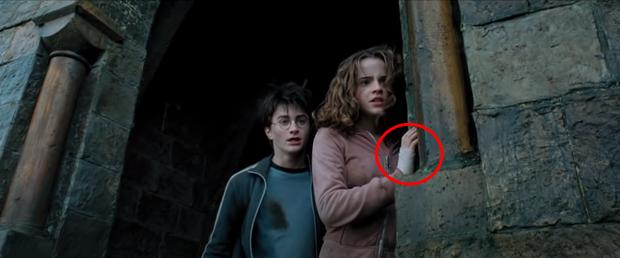 Chiếc bóng bí ẩn lấp ló ở Harry Potter sau 17 năm mới nhìn ra, nghe fan cứng suy luận mới thấy đoàn phim điên rồi? - Ảnh 5.