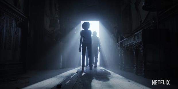 Đập hộp teaser nóng của Stranger Things 4: Eleven bị bắt đi tra tấn, bóng hồng xinh đẹp mới chính thức được debut? - Ảnh 3.