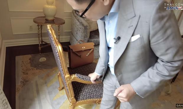 Thái Công chê cái ghế, cái đèn và nội thất khách sạn đắt đỏ ở New York không xịn như villa mình thiết kế - Ảnh 2.