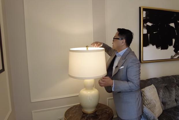 Thái Công chê cái ghế, cái đèn và nội thất khách sạn đắt đỏ ở New York không xịn như villa mình thiết kế - Ảnh 3.