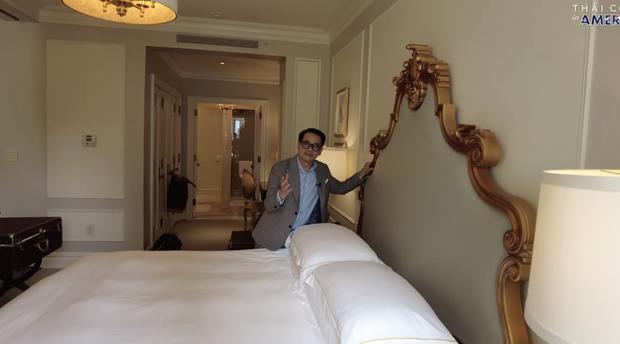 Thái Công chê cái ghế, cái đèn và nội thất khách sạn đắt đỏ ở New York không xịn như villa mình thiết kế - Ảnh 4.