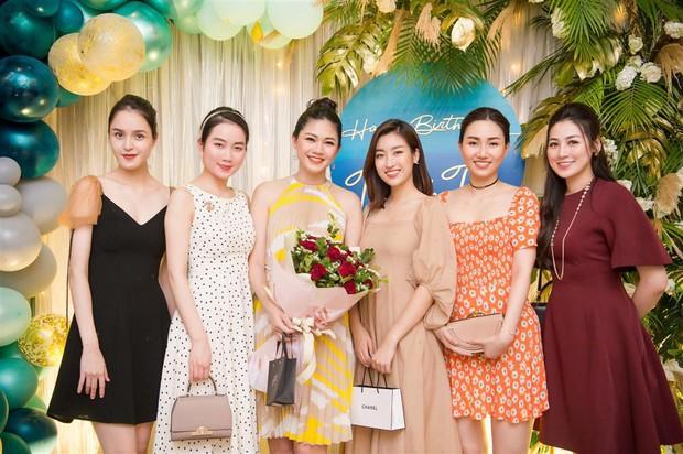 Bóc chiêu hack dáng của Hoa hậu: Phạm Hương - HHen Niê gây lú nặng, nhìn Đỗ Mỹ Linh không biết khóc hay cười - Ảnh 12.