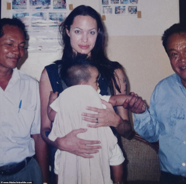 Lần đầu hé lộ lý do Angelina Jolie nhận nuôi Maddox 20 năm trước: Chỉ nhờ 1 hành động, cậu bé người Campuchia đã đổi đời - Ảnh 2.