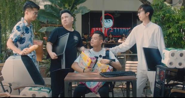 """Chẳng phải ca sĩ đình đám, nhưng mỗi lần """"tộc trưởng"""" Độ Mixi ra MV mới đều khiến cộng đồng mạng phải điên đảo - Ảnh 2."""